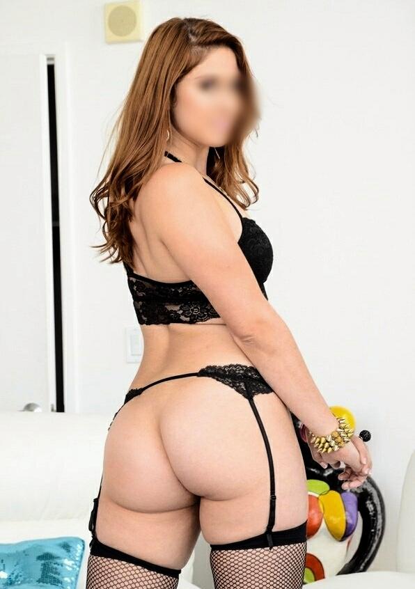 ADRIANA νεαρη σεξυ μελαχρινη πολωνεζα